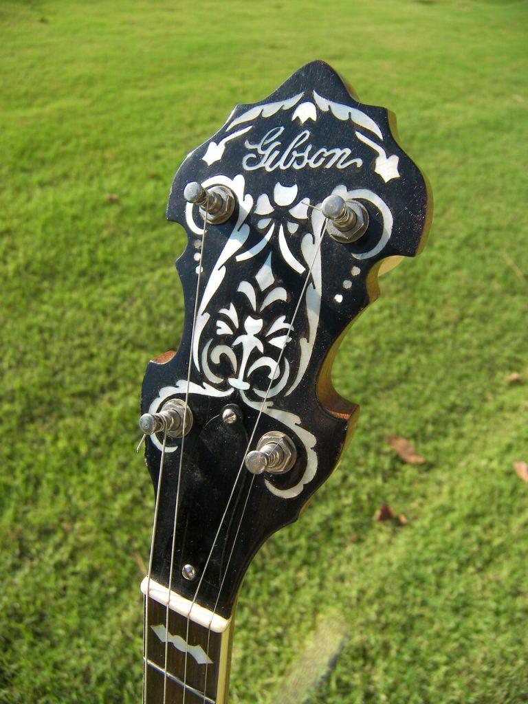 peghead of a vintage Gibson Mastertone banjo